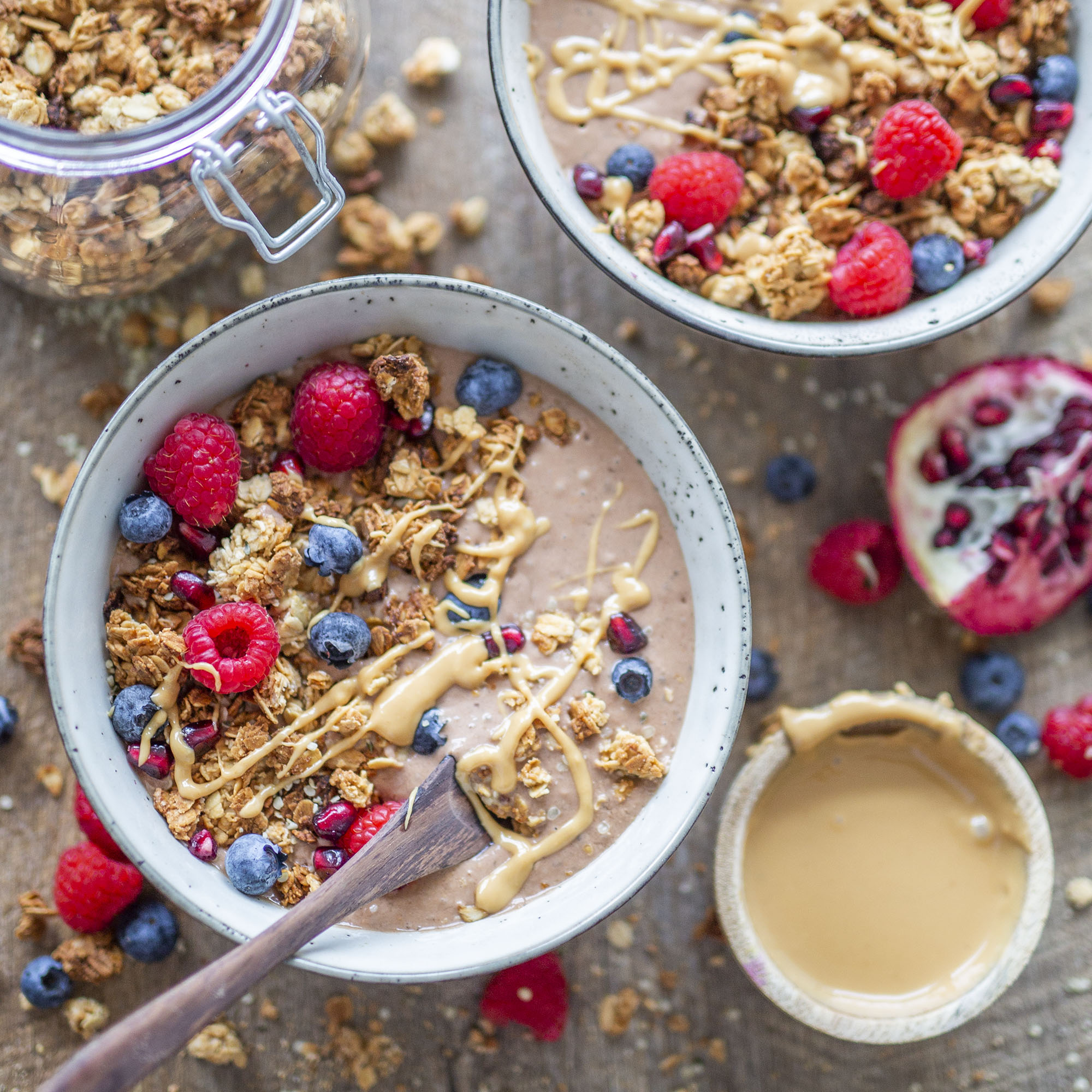 Quick & Easy Vegan Peanut Butter Granola ( only 5 ingredients)